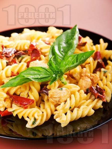 Фузили с пиле сушени домати - снимка на рецептата